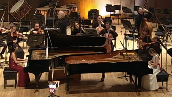 Bach Concerto for 2 Pianos in C minor - Tanja Zhou and Alma Deutscher