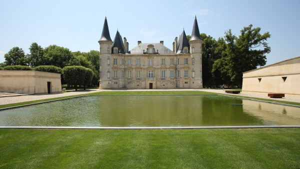 Explore our Châteaux, Rivers & Wine itinerary with Joost Ouendag and Alexandra Beucler