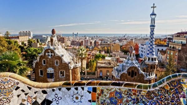 Explore the architecture of Antoni Gaudí with guest lecturer Viv Lawes
