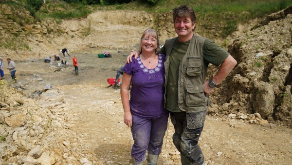 Anne Diamond interviews Neville and Sally Hollingworth along with paleontologist Dr. Tim Ewin